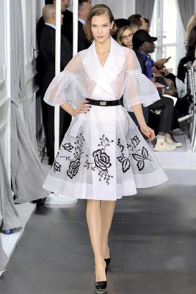 dior Dior, in mostra i 70 anni della Maison parigina 00010fullscreen 683x1024