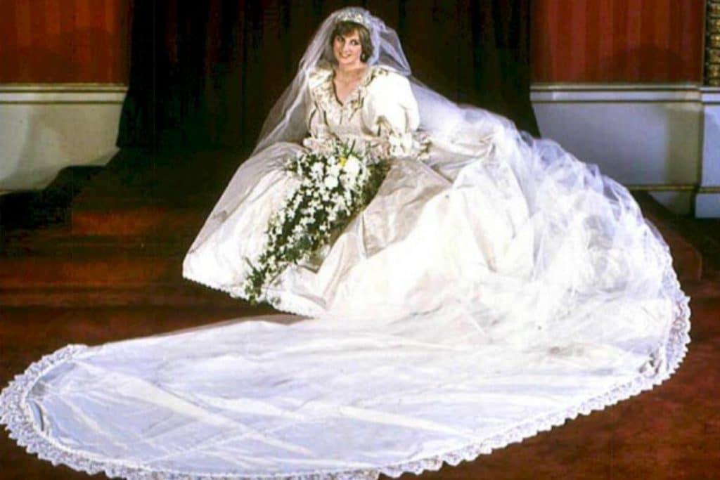 ladydianamatrimonio lady diana Lady Diana: icona di stile senza tempo Le nozze principe Carlo lady diana 1024x683