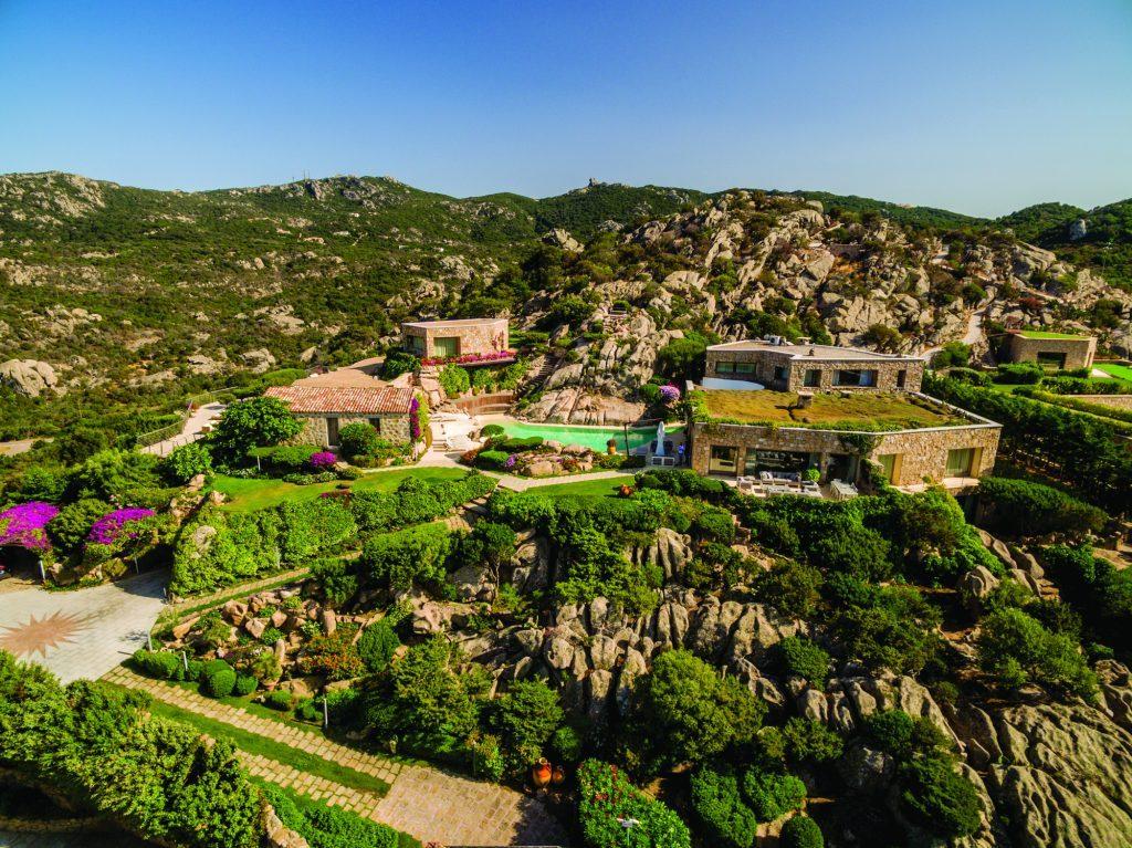 villagoldenportocervo villa golden Villa Golden: extra-lusso nel cuore della Costa Smeralda DJI 0421 1024x767 1024x767