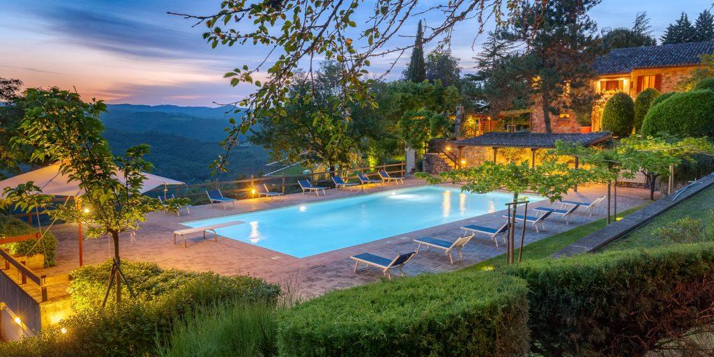 dimoradivibiotodi dimora di vibio Dimora di Vibio: un casale esclusivo in vendita nel cuore dell'Italia resort umbria fattoria di vibio 1024x512