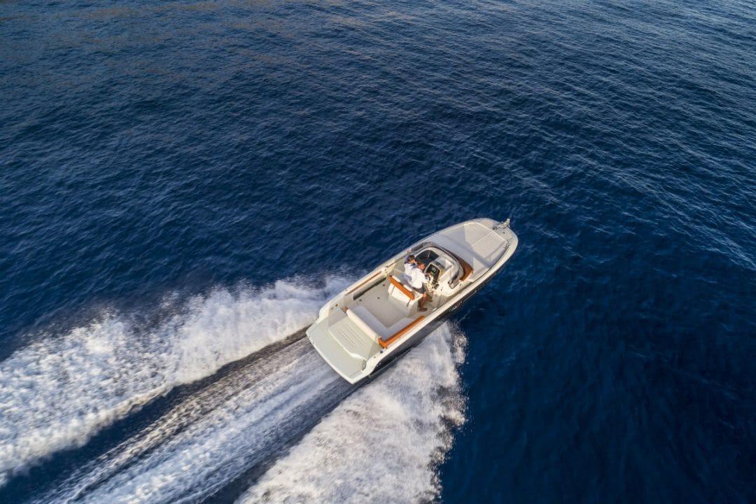 yacht Invictus Yacht 250cx: un concentrato di dotazioni e comfort 250cx v01 inserimento03 01 1080x720