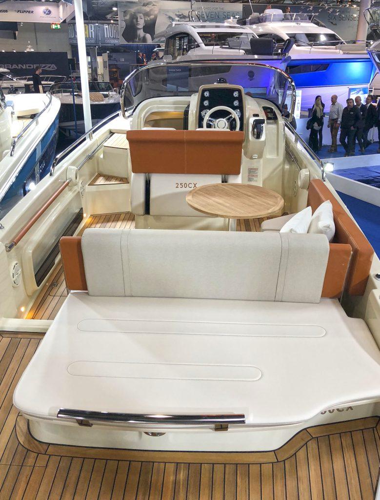 Invictus Yacht 250cx yacht Invictus Yacht 250cx: un concentrato di dotazioni e comfort img 5138 779x1024