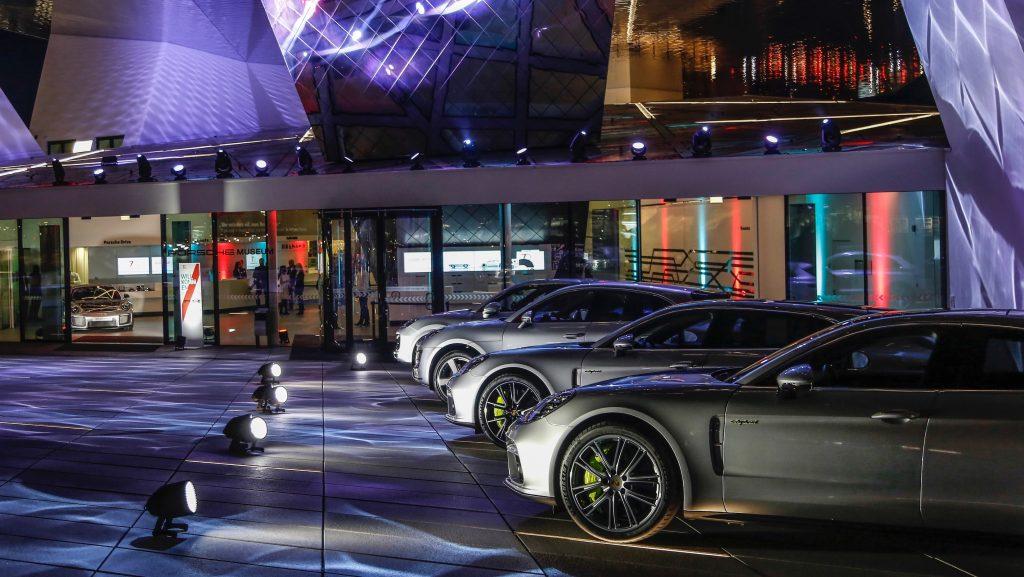 porsche 2 porsche Porsche: 70 anni di auto sportive high 911 gt2 rs cayenne turbo macan turbo panamera 4 e hybrid new year reception porsche museum 2018 porsche ag 1024x577