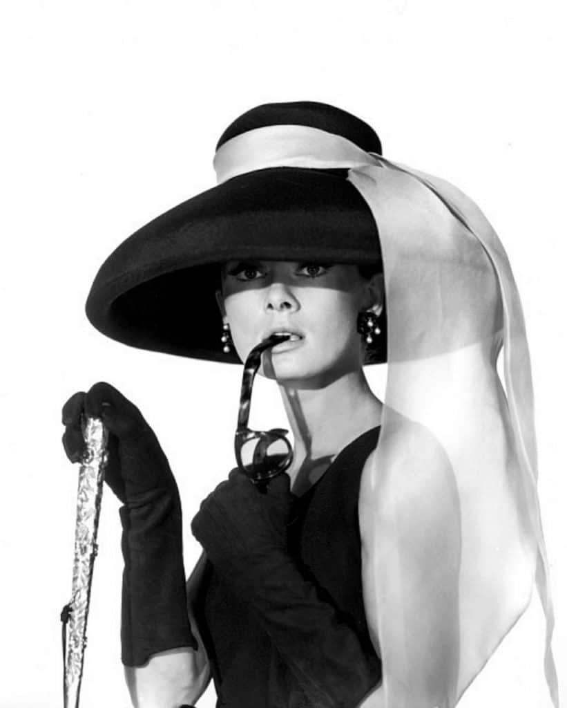 givenchy hepburn givenchy Givenchy, addio allo stilista di Jacqueline Kennedy e Audrey Hepburn audrey hepburn 401457 1280 821x1024