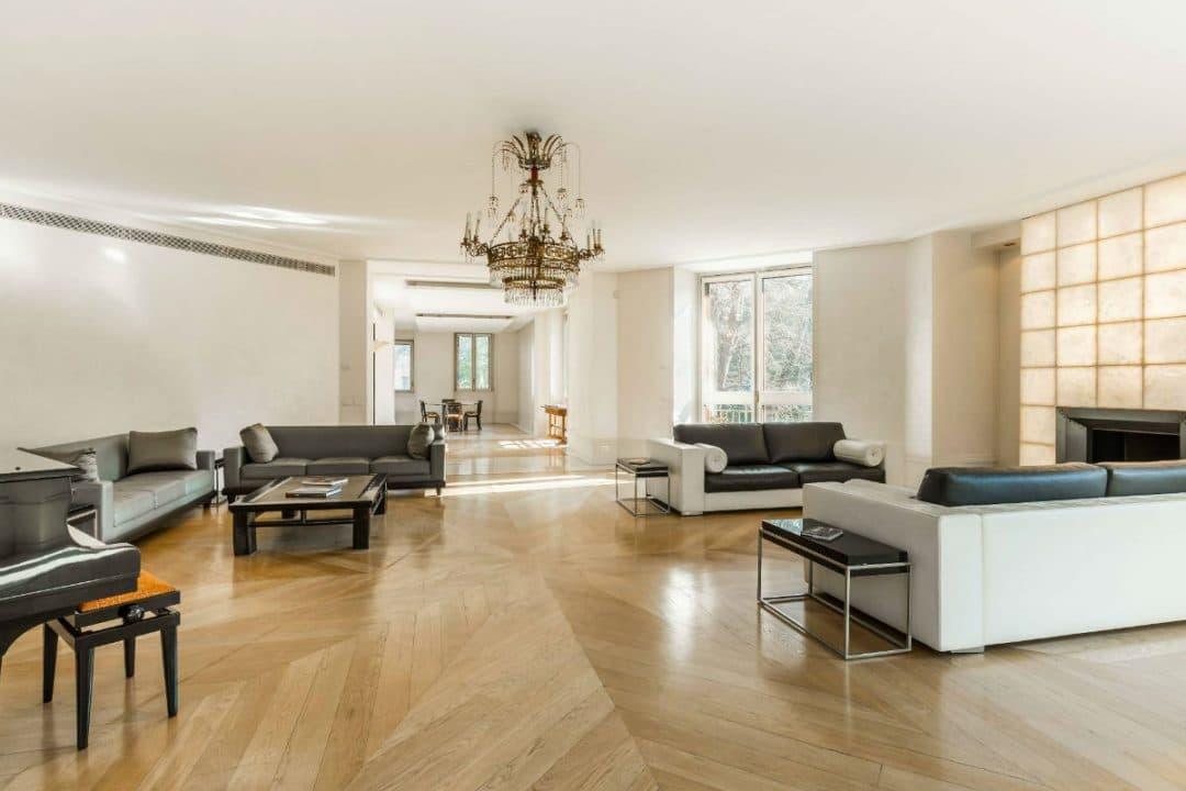versace Versace Mansion: in vendita a Milano la villa da sogno dell'imprenditore 2018022193348 3 1 1080x720
