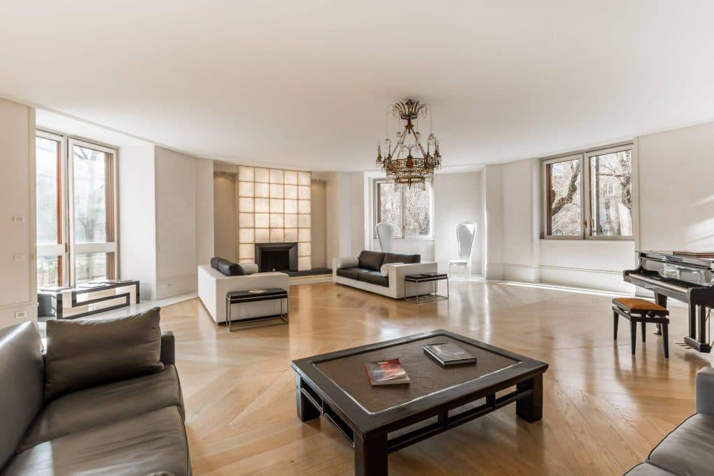 versace versace Versace Mansion: in vendita a Milano la villa da sogno dell'imprenditore 2018022193352 5 1024x683