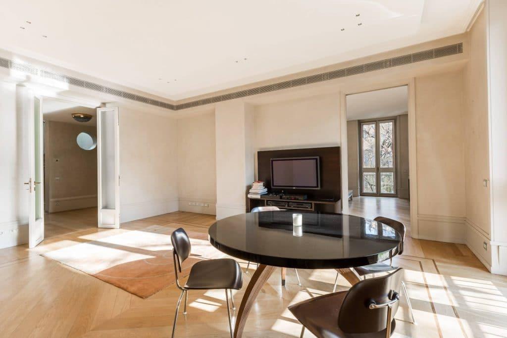 versace milano versace Versace Mansion: in vendita a Milano la villa da sogno dell'imprenditore 2018022193414 15 1024x683