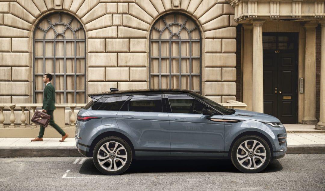 range rover evoque Range Rover Evoque: un suv di lusso per viaggiare in città rr evq 20my static nd 221118 03 1 1080x635