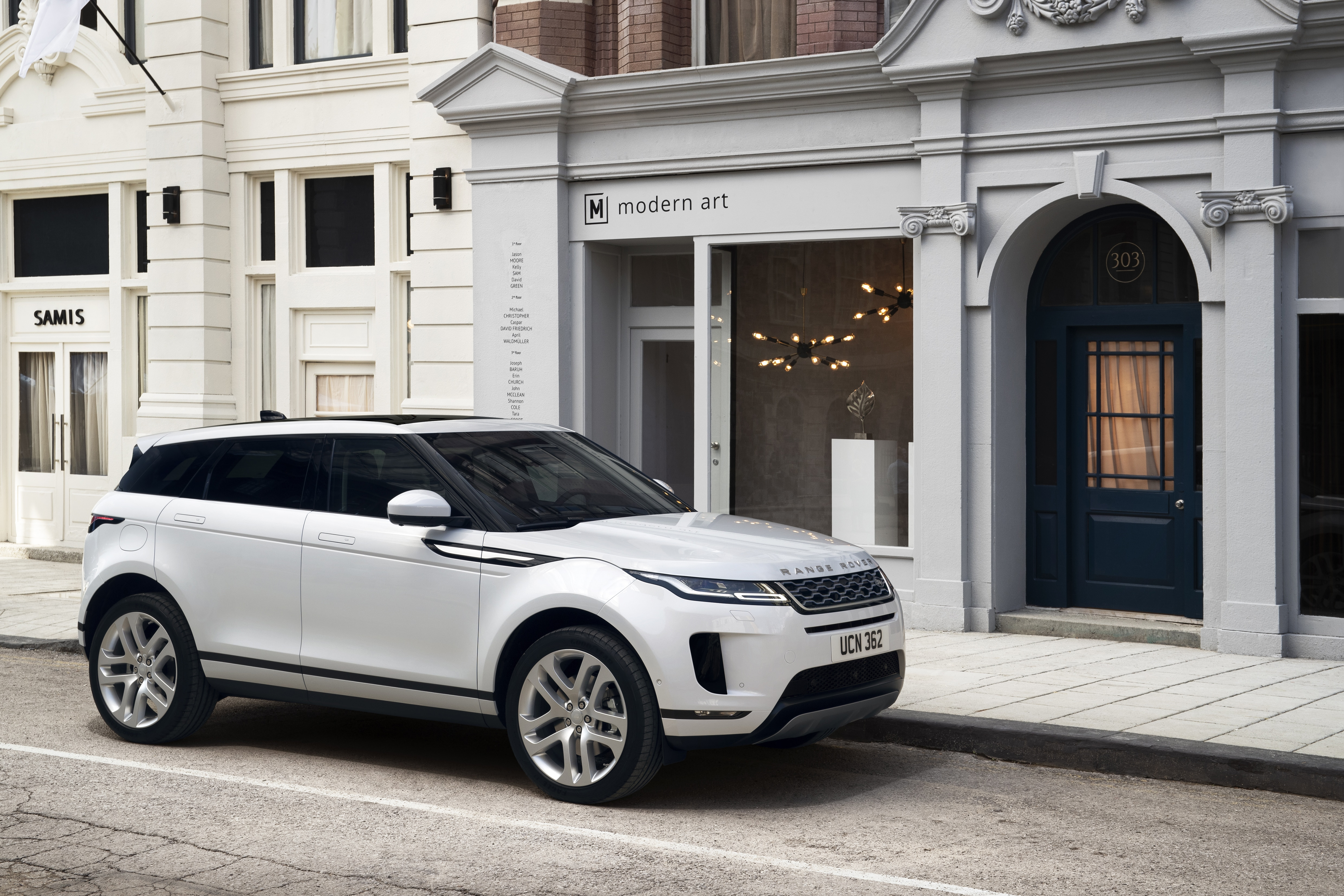 range rover evoque range rover evoque Range Rover Evoque: un suv di lusso per viaggiare in città rr evq 20my static nd 221118 10
