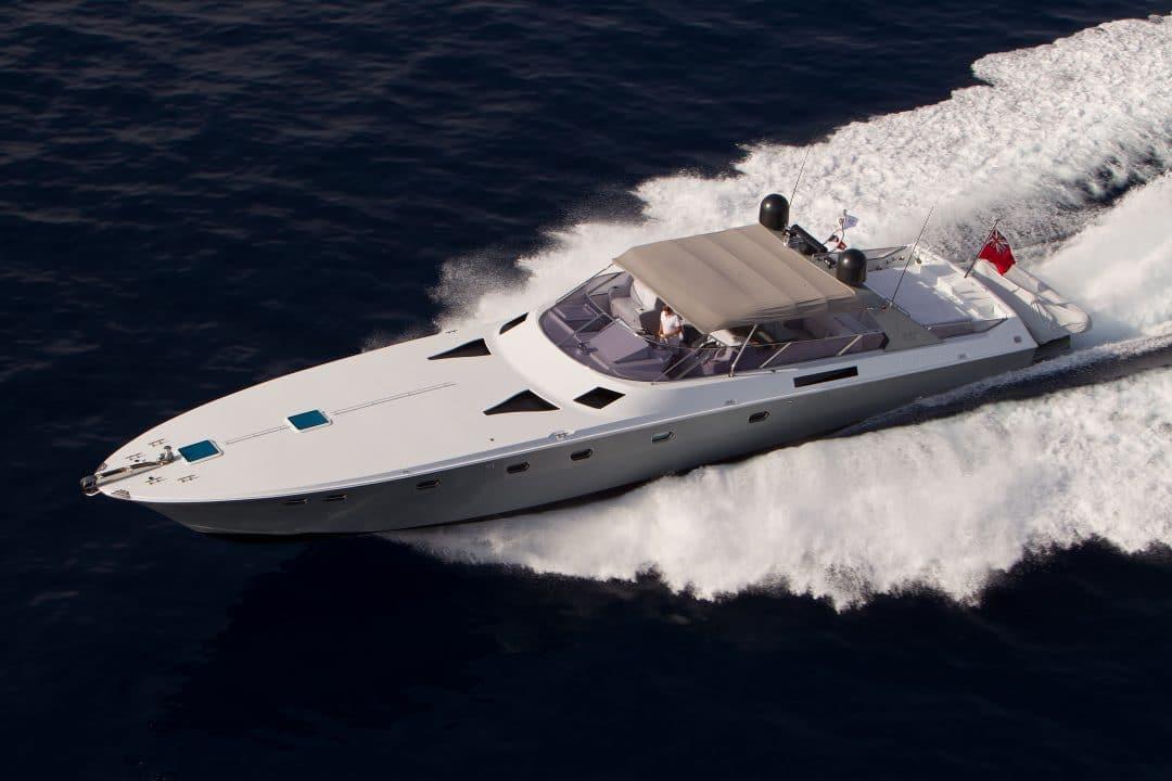 """refitting """"Refitting"""": l'arte di dare nuova vita a uno yacht magnum 70 esterno 1080x720"""