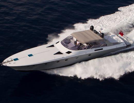 """refitting """"Refitting"""": l'arte di dare nuova vita a uno yacht magnum 70 esterno 520x400"""