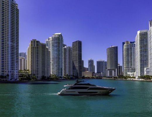 riva yachts Riva 90′ Argo: il nuovo flybridge Riva 90 Argo 520x400